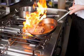 火加減も目で見ながら微調整できるため、料理に合わせて調節できるのも大きな特徴です。